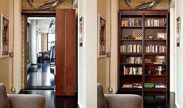 Практичная дверь в виде книжного шкафа