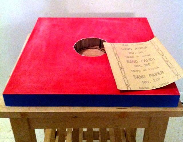 стол ошкуривается наждачкой