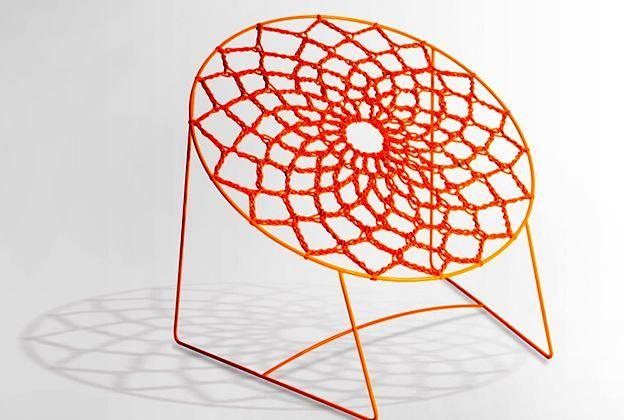 плетеное из резинки кресло Nooк Chair от Henry Sgourakis