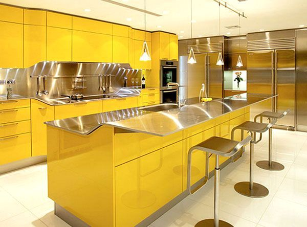 желто - золотой интерьер кухни