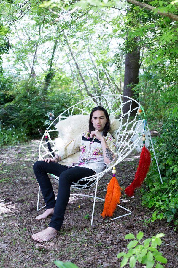 """плетеное кресло, похожее на """"ловушку для снов"""""""