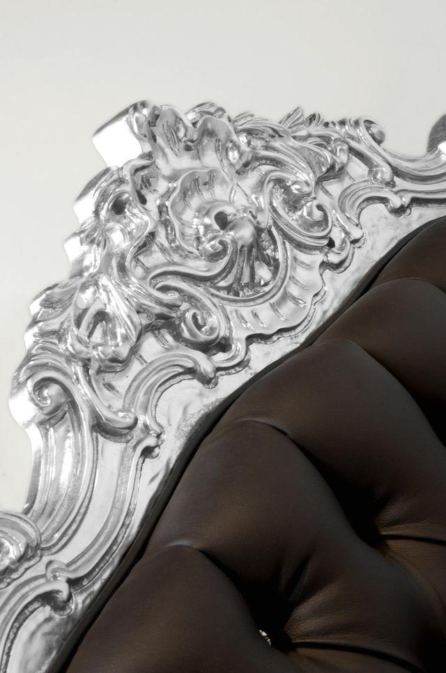 элементы барокко на спинке кресла Beetle Armchair