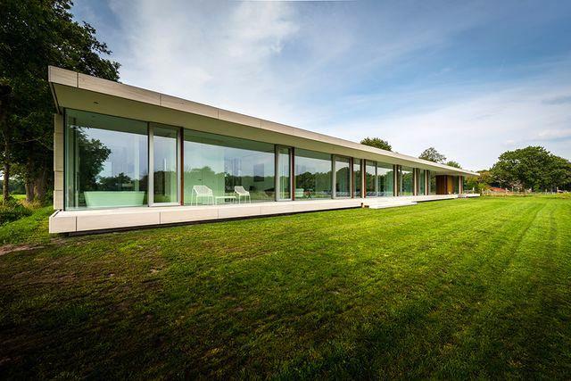 фасад стеклянного дома