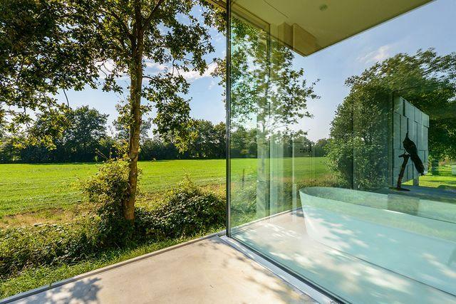 ванна стеклянного дома