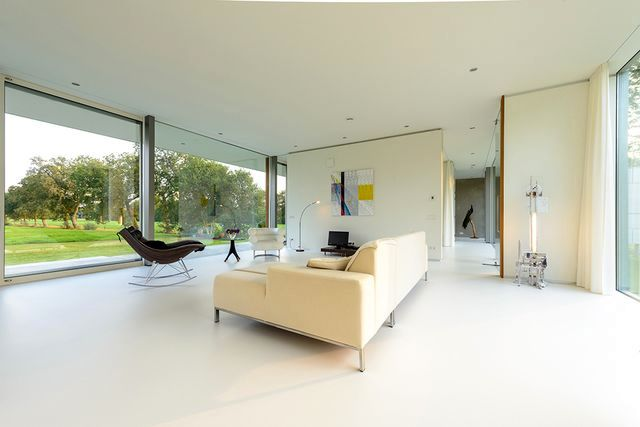 интерьер дома из стекла