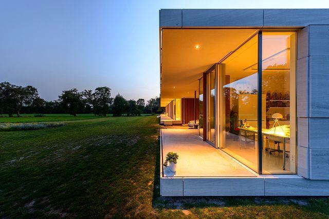 стеклянный дом villa sterk вечером