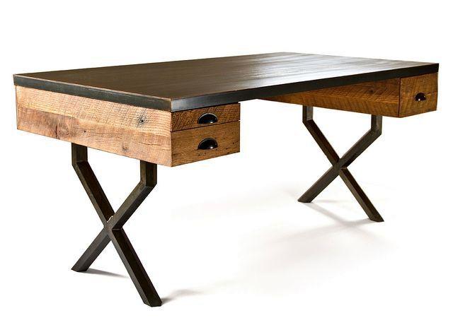 рабочий стол из переработанного дерева и стали