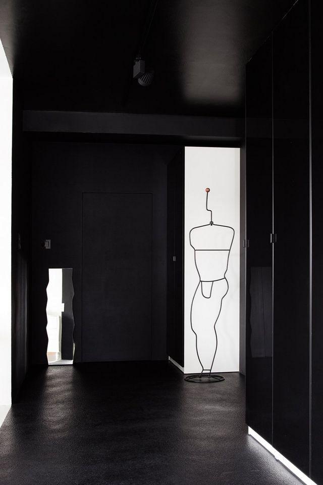 гардеробная в черно-белом интерьере