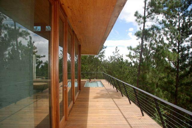 терраса с бассейном дома в горах Доминиканы