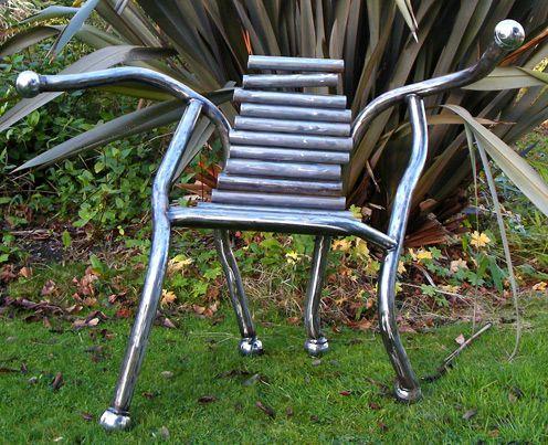 кресло из металлических сварных труб