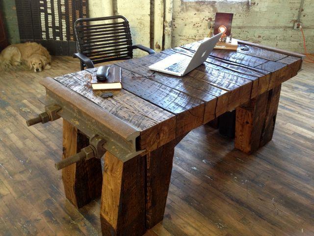 рабочий стол из рельс и шпал
