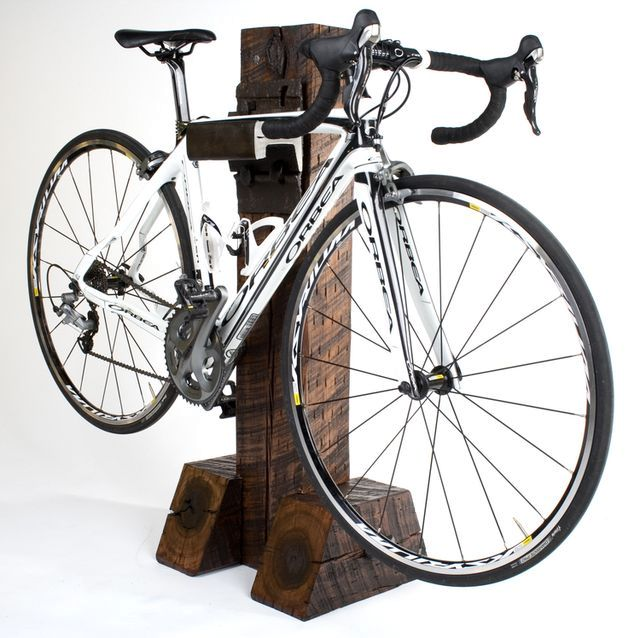 стойка для велосипеда из шпал и рельс