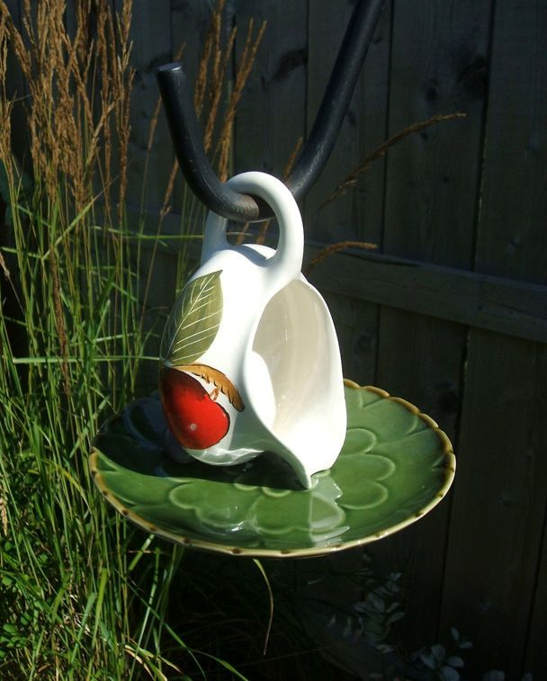 поилка для птиц своими руками из чашки и блюдца