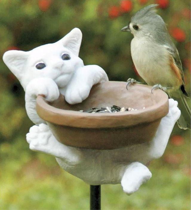 забавная кормуша для птиц к керамическим котенком