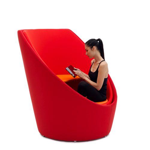 оригинальное кресло кокон Tuttomio от Campeggi со столиком