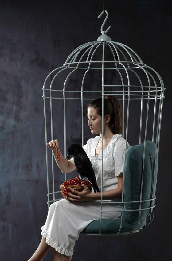 висячее кресло в виде птичьей клетки