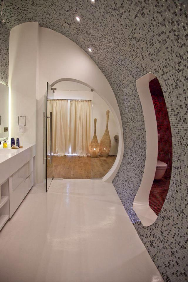 интерьер ванной комнатыс полукруглыми стенами