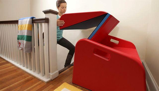 установка детской горки на лестницу в доме