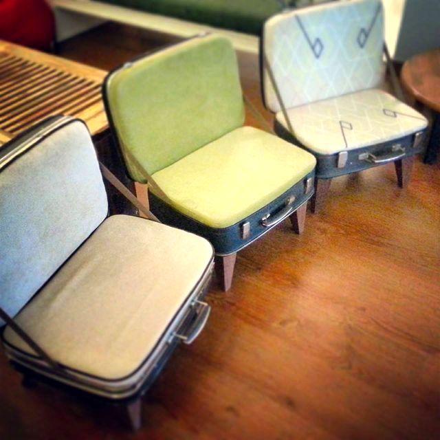 кресла-пуфы из чемоданов