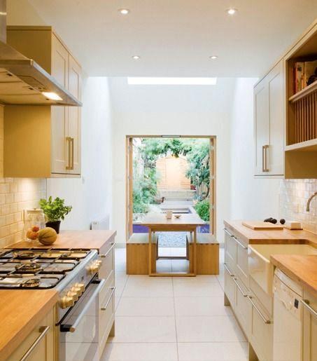 кухня и выход на улицу