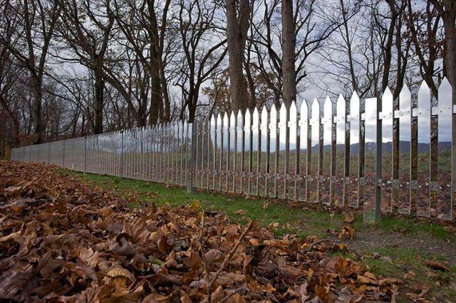 забор с зеркальной поверхностью из алюминия