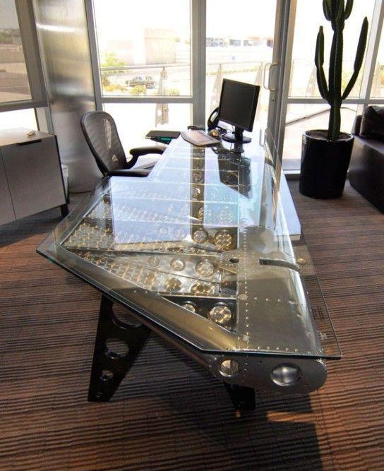 офисный стол в индустриальном стиле как крыло