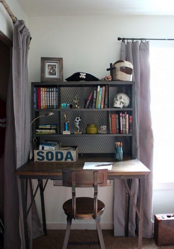 стол из переработанного дерева в промышленном стиле