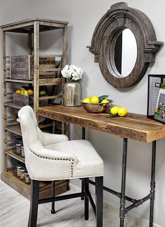 небольшой столик из дерева в индустриальном стиле