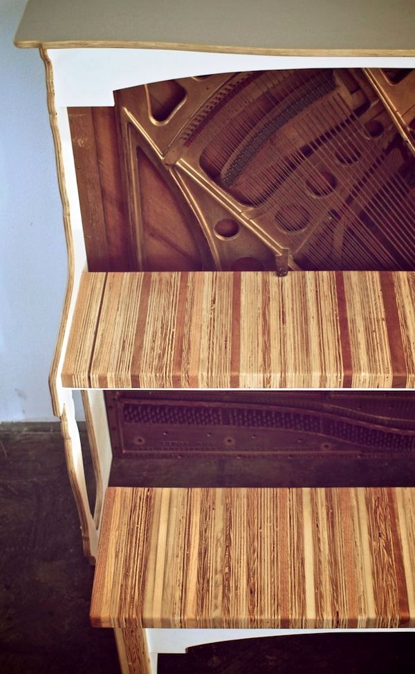 стол для ноутбука и скамья из старого пианино