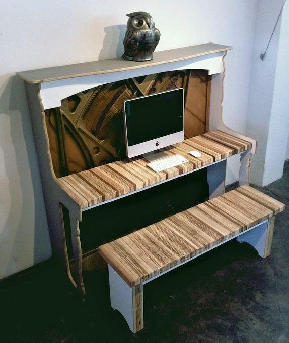 винтажный рабочий стол для компьютера из антикварного пианино