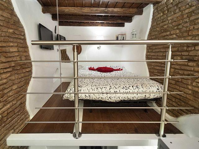 спальная зона на втором уровне квартры 7 кв м