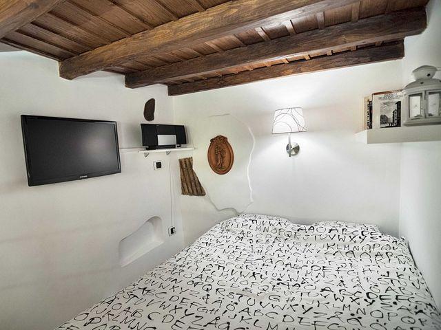интерьер спальной зоны маленькой квартиры 7 кв м