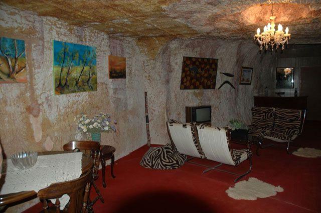 интерьер комнаты в стиле андерграунда