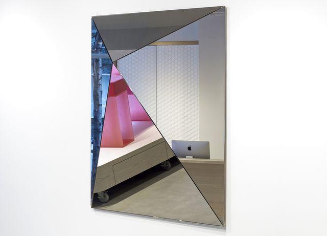 объемное зеркало Loverboy от Dune Furniture 2014