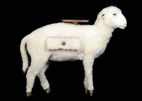 оригинальный столик в виде овцы