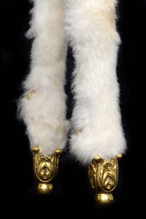 стол-овца Xai от Salvador Dali