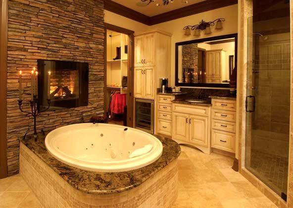 ванная комната с электрическим камином
