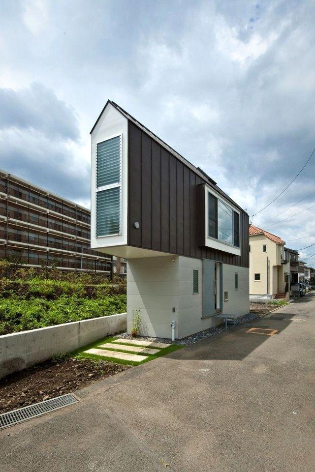 узкий треугольный дом