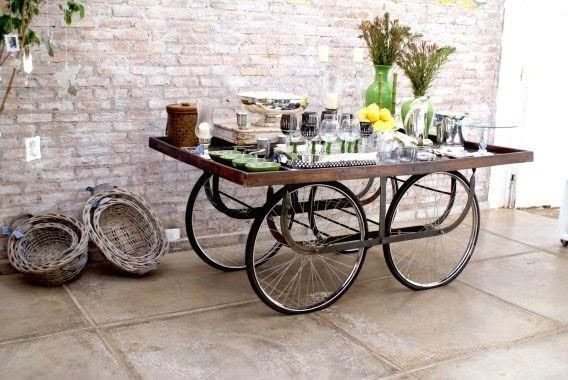 дачный столик на велосипедных колесах
