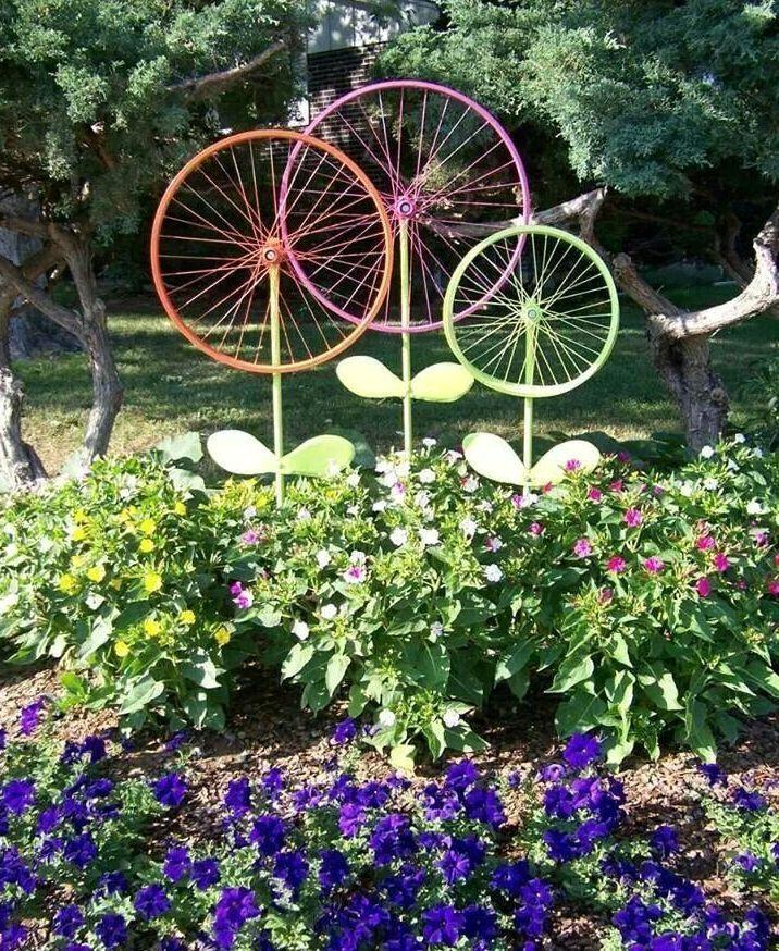 декоративное украшение для клумбы из велосипедных колес