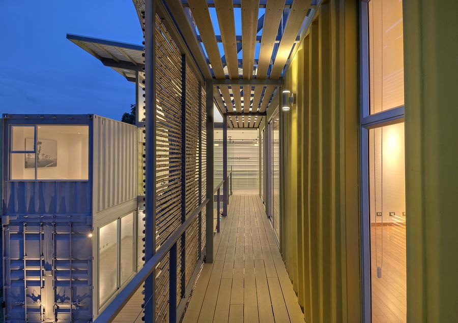 house-8-shipping-containers-15