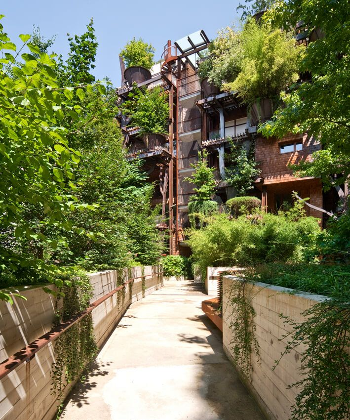 дорожки во внутреннем дворике дома 25 green