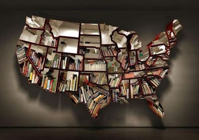 книжные полки в виде карты