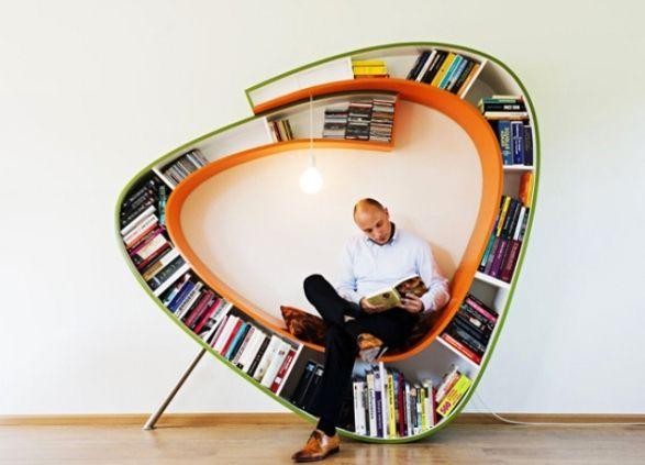 книжные полки с местом для сидения