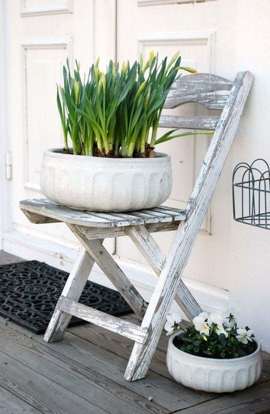 подставка для растений из стула