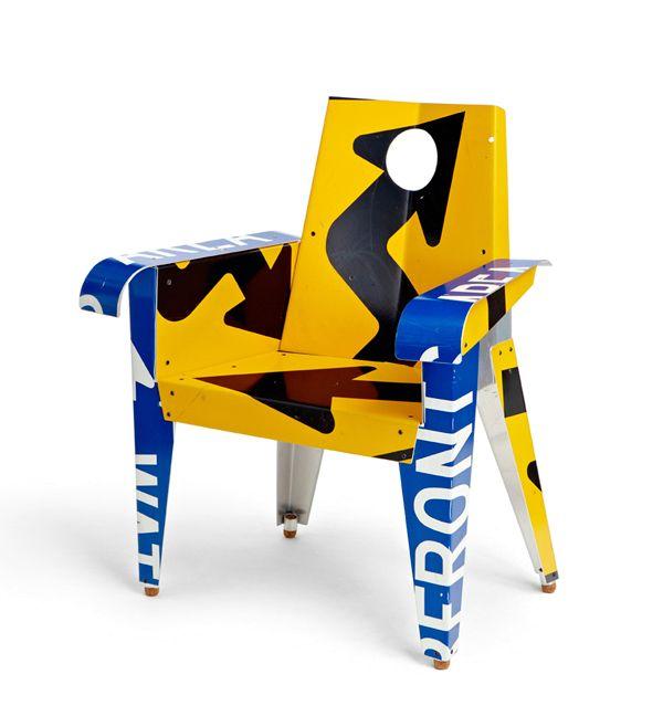 кресло из дорожных знаков Boris Bally