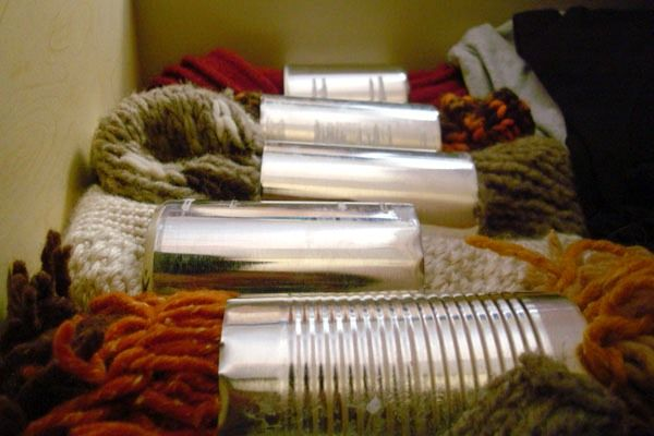 как использовать жестяные банки - органайзер для шарфов из жестяных банок