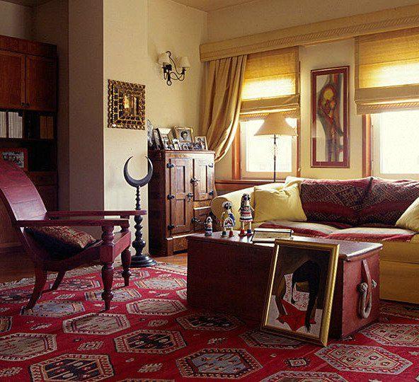 восточные ковры в интерьере классической гостинной