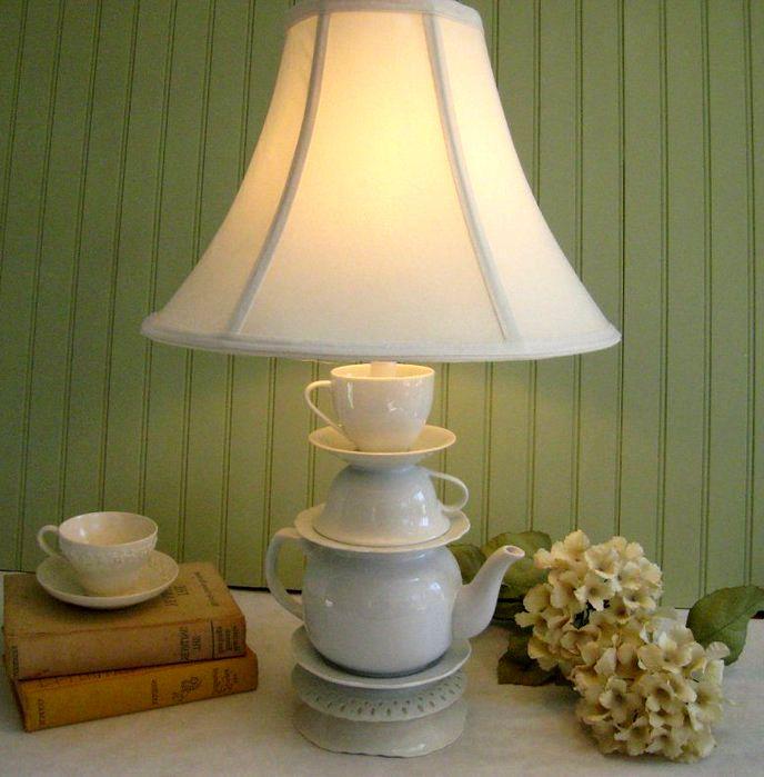 светильник из чашек и чайника