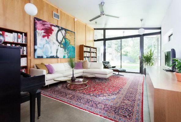 современная гостиная с восточным ковром